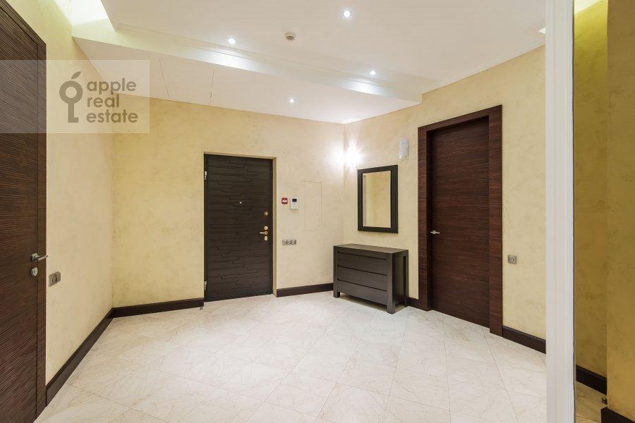 Corridor of the 4-room apartment at Polyanka Malaya ul. 2