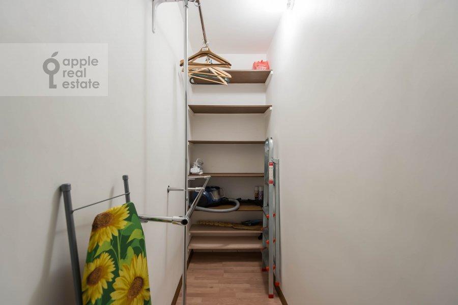 Гардеробная комната / Постирочная комната / Кладовая комната в 1-комнатной квартире по адресу Девятинский Большой пер. 5