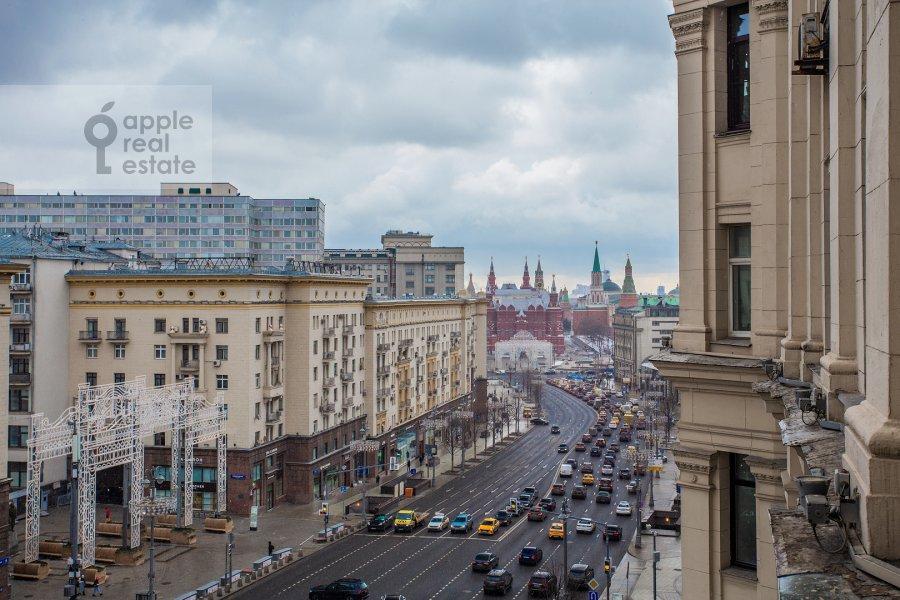 Вид из окна в 3-комнатной квартире по адресу Тверская ул. 9