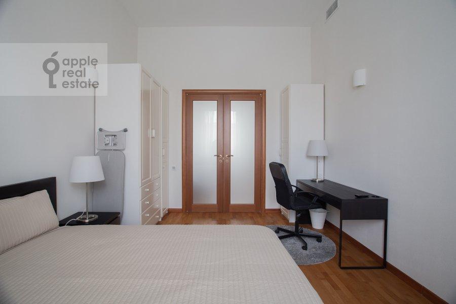 Спальня в 3-комнатной квартире по адресу Тверская ул. 9