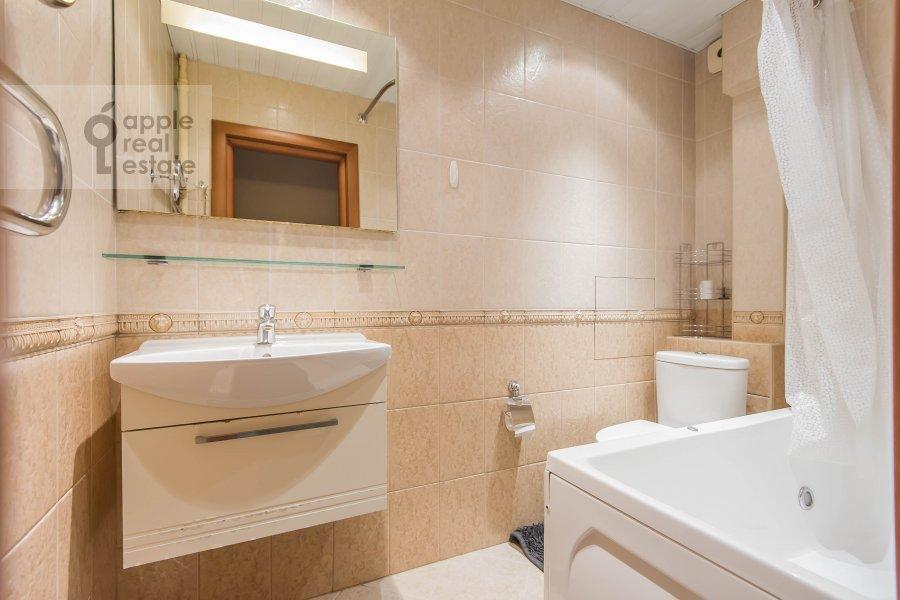 Bathroom of the 2-room apartment at Komsomol'skiy pr-t. 25k3