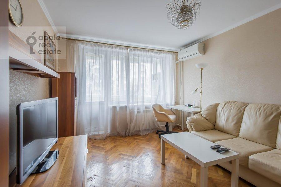 Living room of the 2-room apartment at Komsomol'skiy pr-t. 25k3