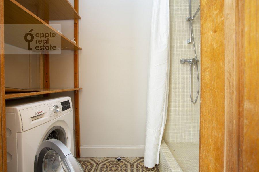 Walk-in closet / Laundry room / Storage room of the 4-room apartment at Granatnyy per. 10s1