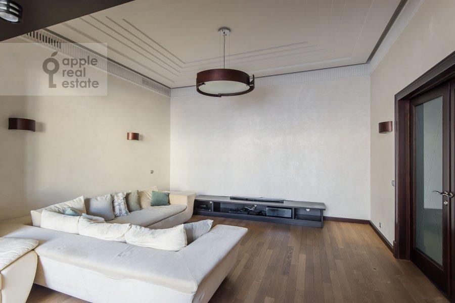 Гостиная в 4-комнатной квартире по адресу Арбат ул. 32
