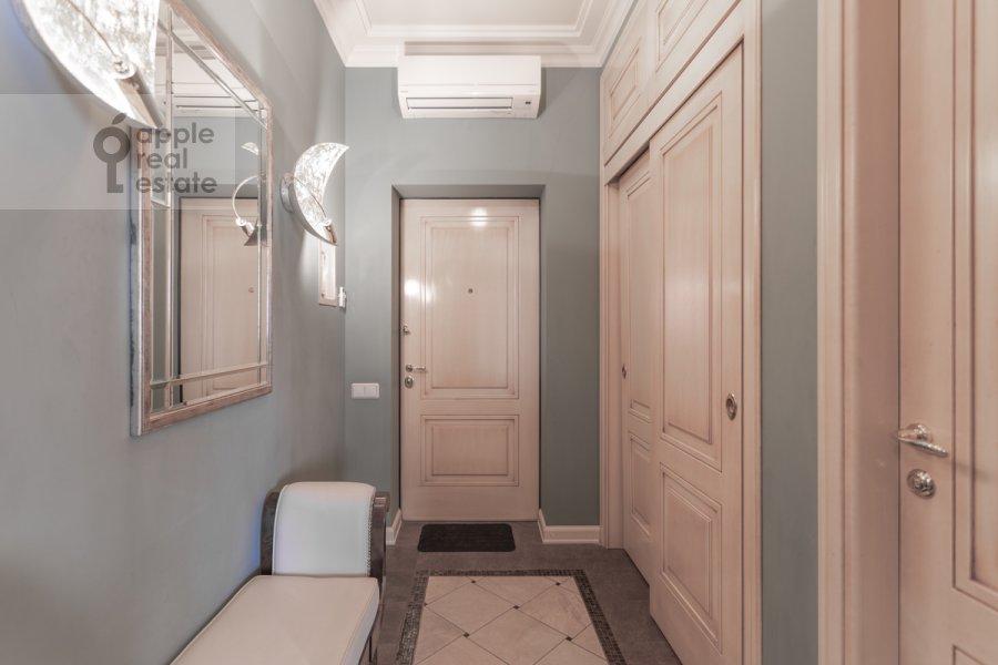 Corridor of the 2-room apartment at Shabolovka ul. 23k1