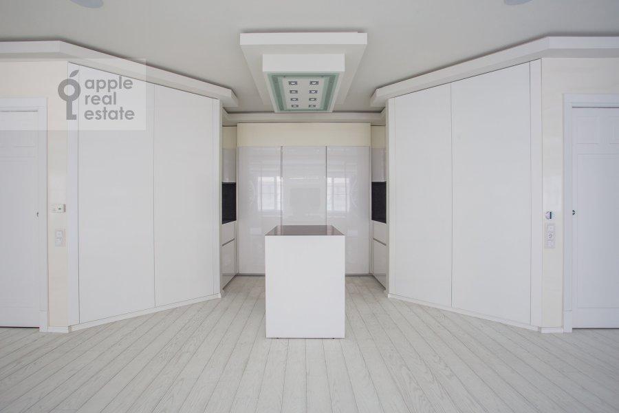Кухня в 5-комнатной квартире по адресу Смоленский 1-й пер. 17