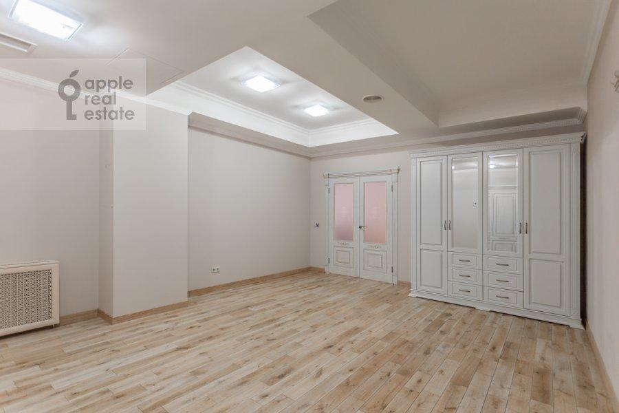Corridor of the 3-room apartment at Sretenka ul. 9