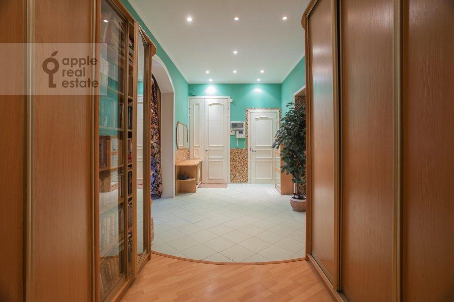 Corridor of the 4-room apartment at Kozikhinskiy Bol'shoy per. 8