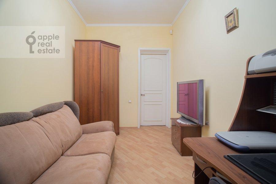 Children's room / Cabinet of the 4-room apartment at Kozikhinskiy Bol'shoy per. 8