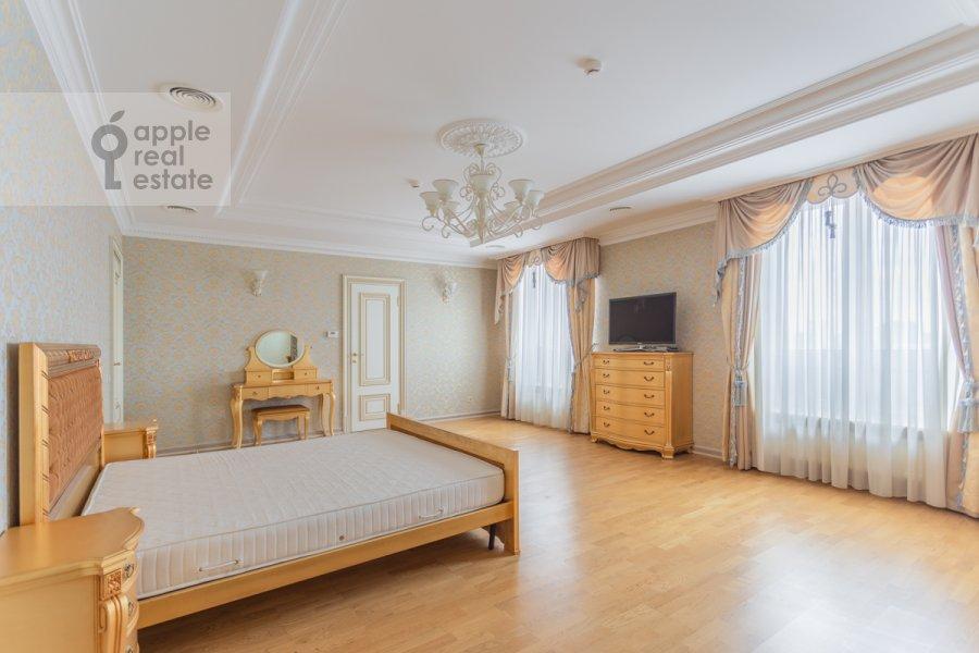 Спальня в квартире-студии по адресу Композиторская ул. 17
