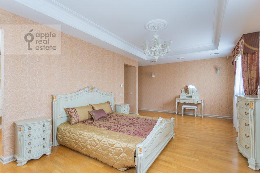 Bedroom of the studio apartment at Kompozitorskaya ul. 17
