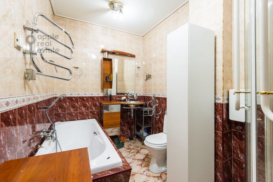 Bathroom of the 2-room apartment at Leninskiy prosp. 13