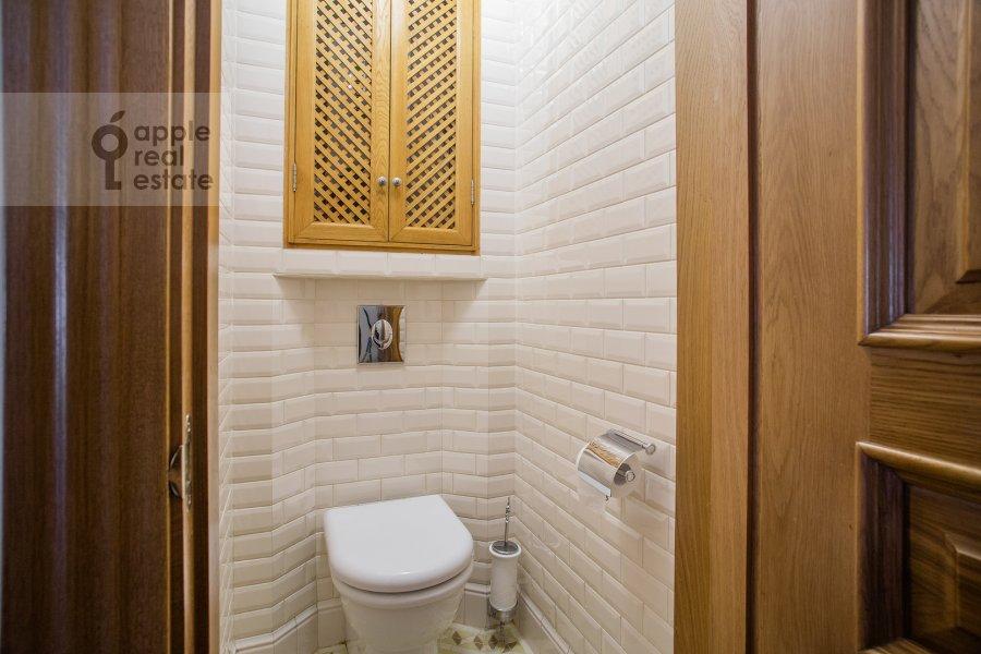Bathroom of the 3-room apartment at Strel'bishienskiy per. 26/9