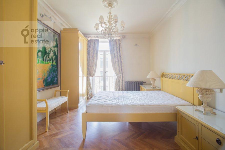 Bedroom of the 3-room apartment at Strel'bishienskiy per. 26/9