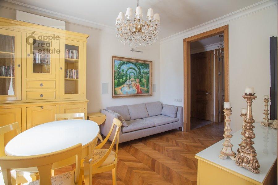 Living room of the 3-room apartment at Strel'bishienskiy per. 26/9