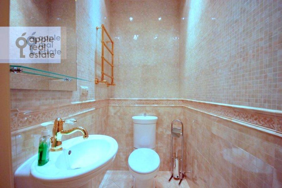 Bathroom of the 2-room apartment at Rostovskiy 7-y per. 15