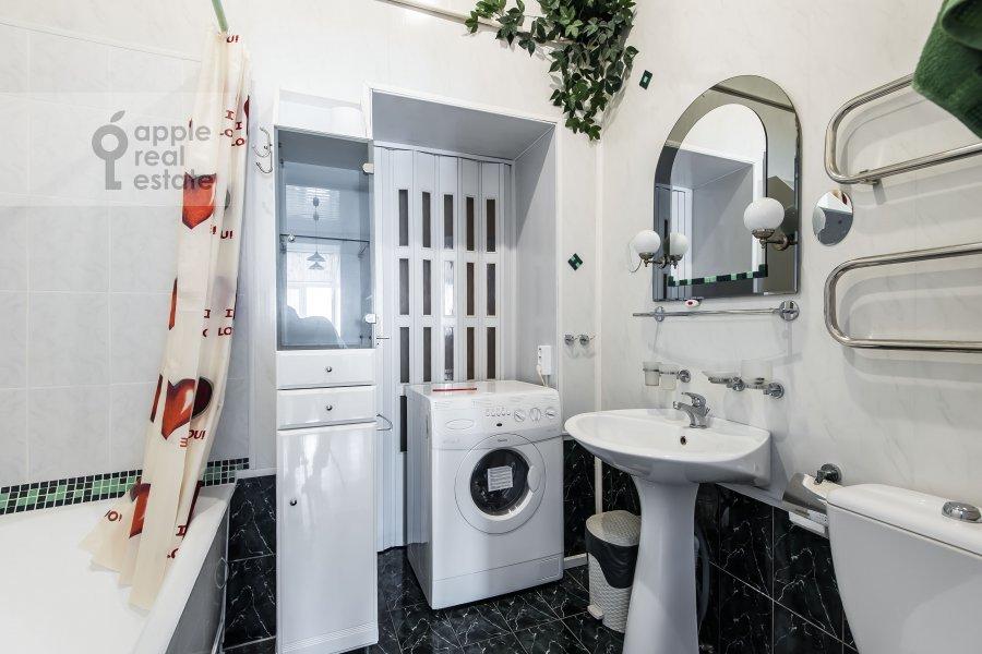 Санузел в 4-комнатной квартире по адресу Каковинский Малый пер. 3