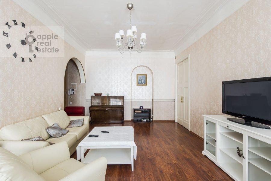 Гостиная в 4-комнатной квартире по адресу Каковинский Малый пер. 3