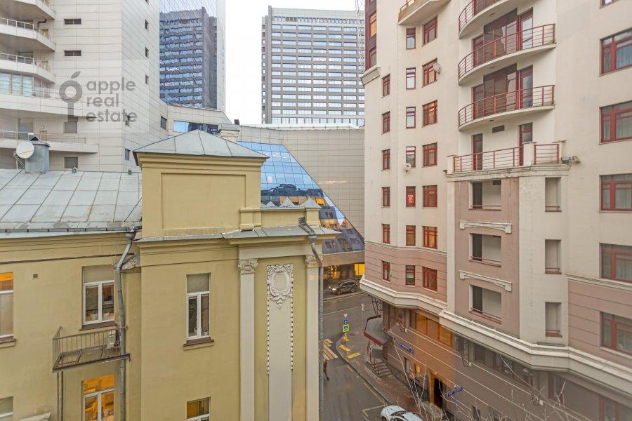 Вид из окна в 4-комнатной квартире по адресу Каковинский Малый пер. 3к1