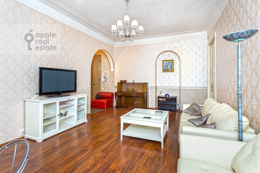 Гостиная в 4-комнатной квартире по адресу Каковинский Малый пер. 3к1