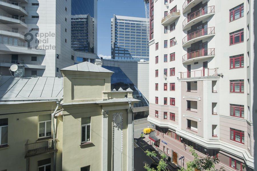 Вид из окна в 4-комнатной квартире по адресу Каковинский Малый пер. 3