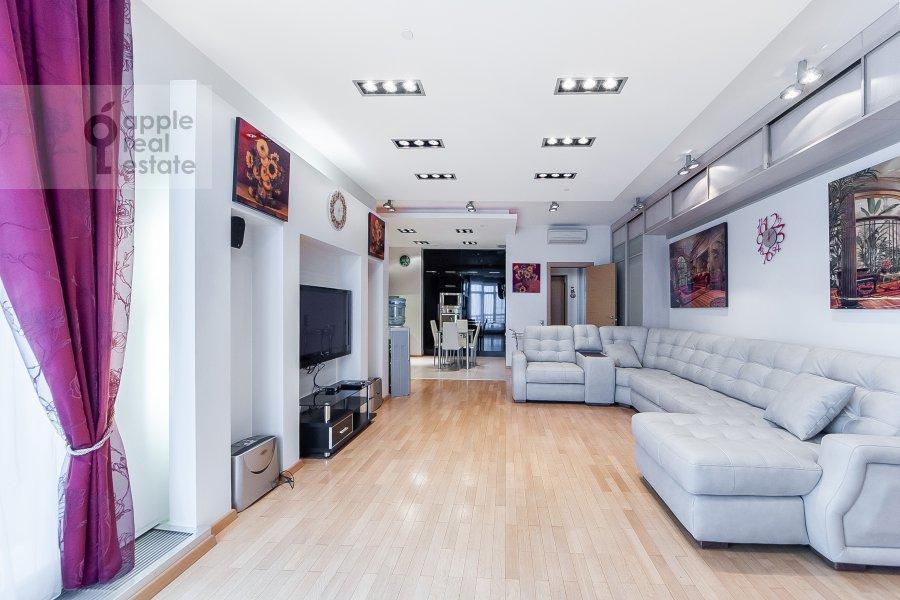 Living room of the 3-room apartment at Mosfil'movskaya ulitsa 70k3
