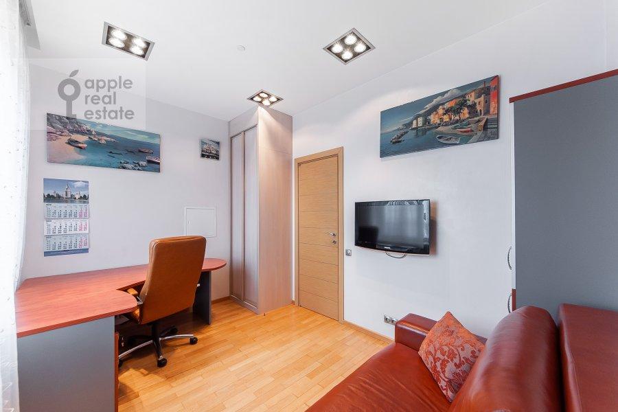 Children's room / Cabinet of the 3-room apartment at Mosfil'movskaya ulitsa 70k3