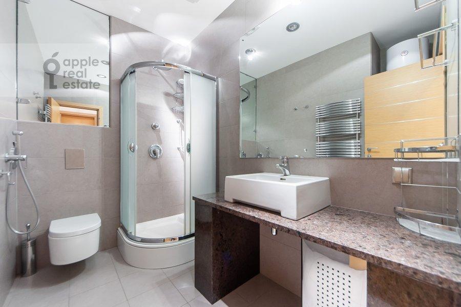 Bathroom of the 3-room apartment at Mosfil'movskaya ulitsa 70k3