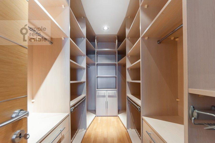 Walk-in closet / Laundry room / Storage room of the 3-room apartment at Mosfil'movskaya ulitsa 70k3