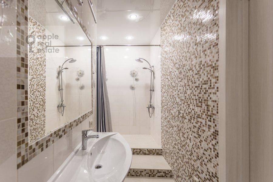 Bathroom of the 3-room apartment at Khoroshevskoe shosse 12k1