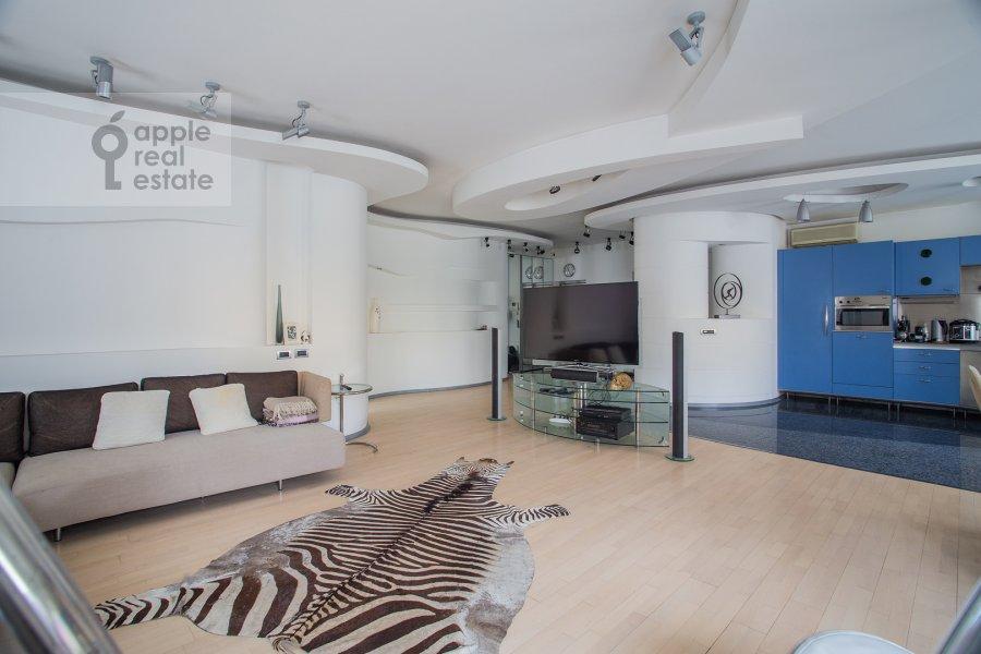 Living room of the 3-room apartment at Ostozhenka ul. 25
