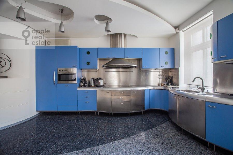 Kitchen of the 3-room apartment at Ostozhenka ul. 25