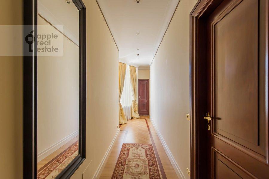 Коридор в 5-комнатной квартире по адресу Молчановка Малая ул. 8с1