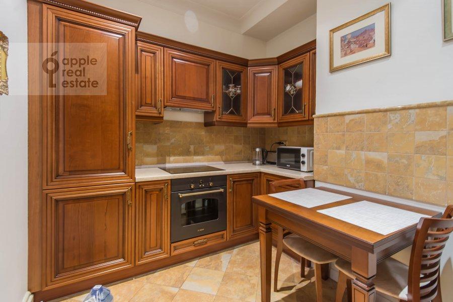 Кухня в 5-комнатной квартире по адресу Молчановка Малая ул. 8с1