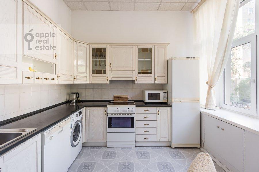 Кухня в 4-комнатной квартире по адресу 1-я Тверская-Ямская улица 36