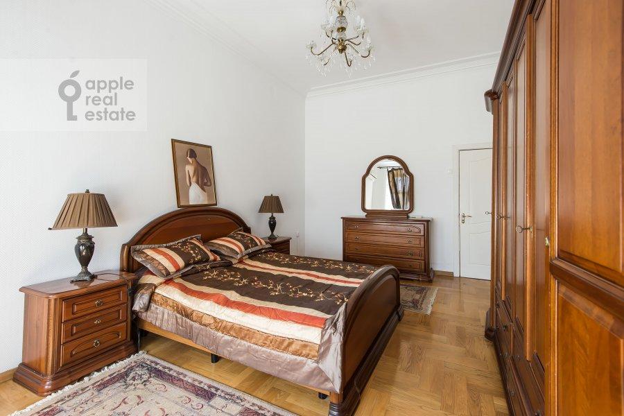 Bedroom of the 4-room apartment at 1-ya Tverskaya-Yamskaya ulitsa 36