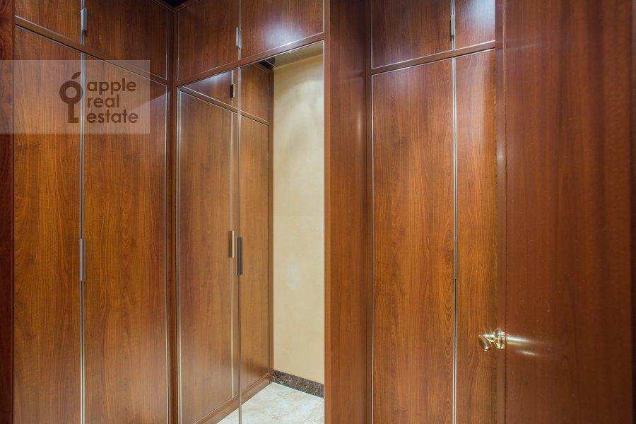 Гардеробная комната / Постирочная комната / Кладовая комната в 5-комнатной квартире по адресу Трехгорный Вал ул. 14с1