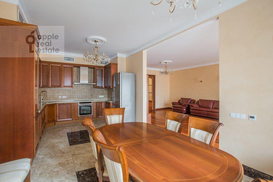 Кухня в 5-комнатной квартире по адресу Трехгорный Вал ул. 14с1
