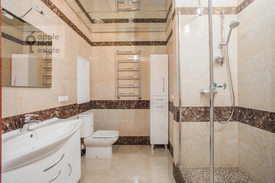 Санузел в 5-комнатной квартире по адресу Трехгорный Вал ул. 14с1