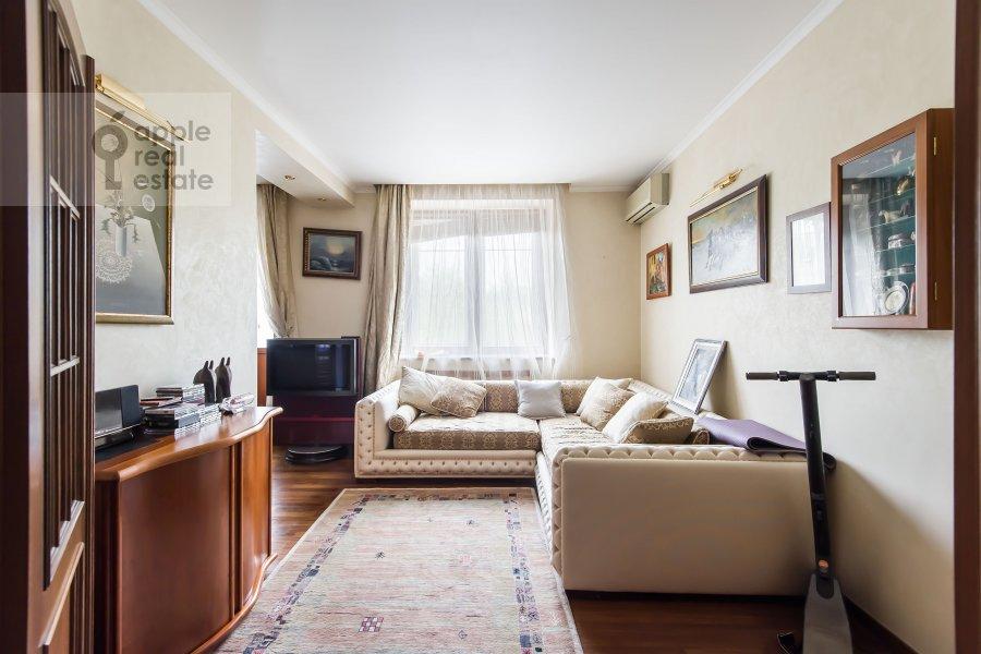 Living room of the 3-room apartment at Leninskiy pr-t. 26