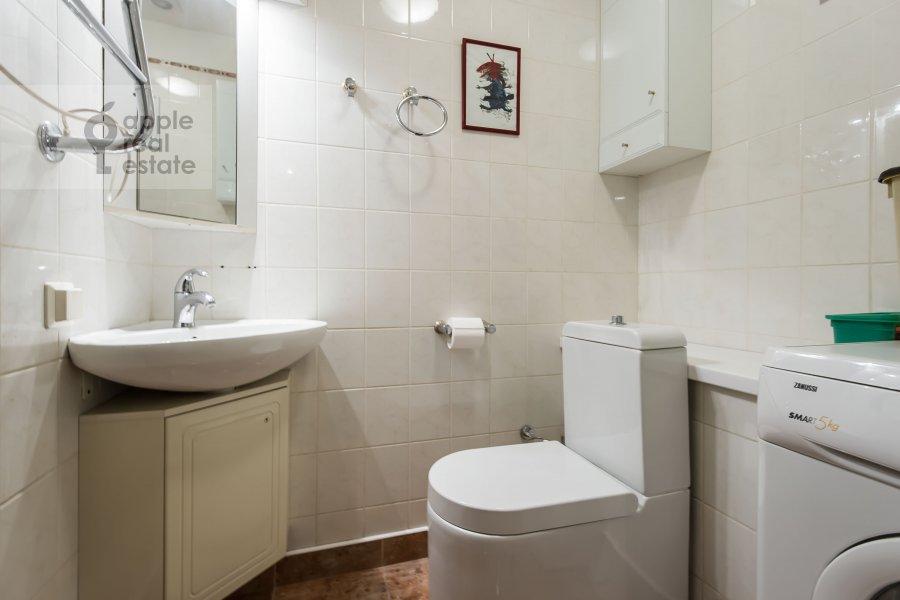 Bathroom of the 3-room apartment at Leninskiy pr-t. 26