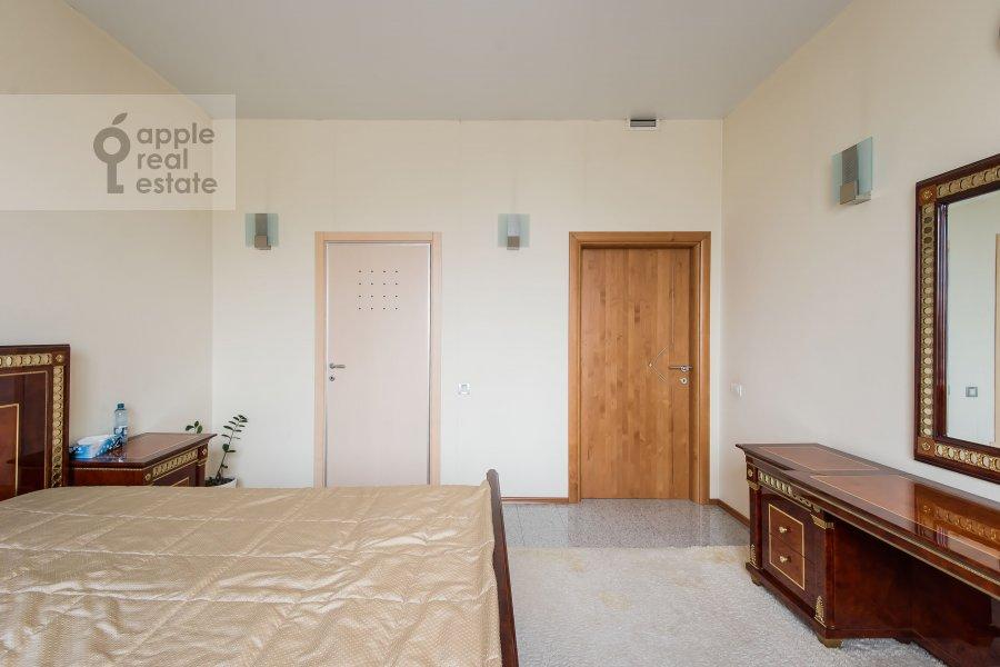 Bedroom of the 2-room apartment at Arkhitektora Vlasova ul. 20
