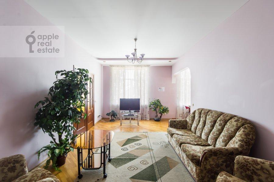 Living room of the 3-room apartment at Kutuzovskiy prospekt 4/2