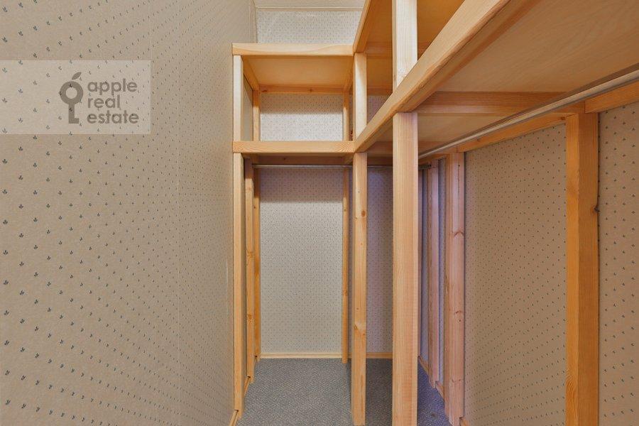 Гардеробная комната / Постирочная комната / Кладовая комната в 3-комнатной квартире по адресу Машкова ул. 9с1