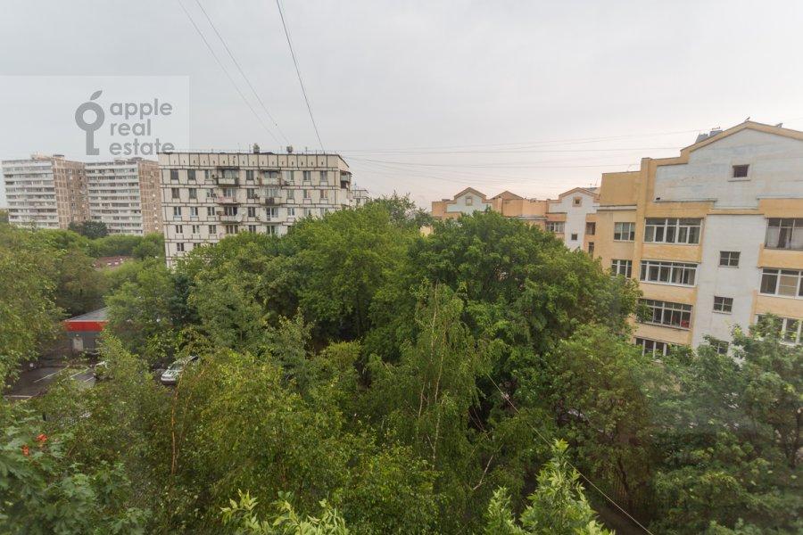 Вид из окна в 2-комнатной квартире по адресу Астраханский пер. 10/36с1