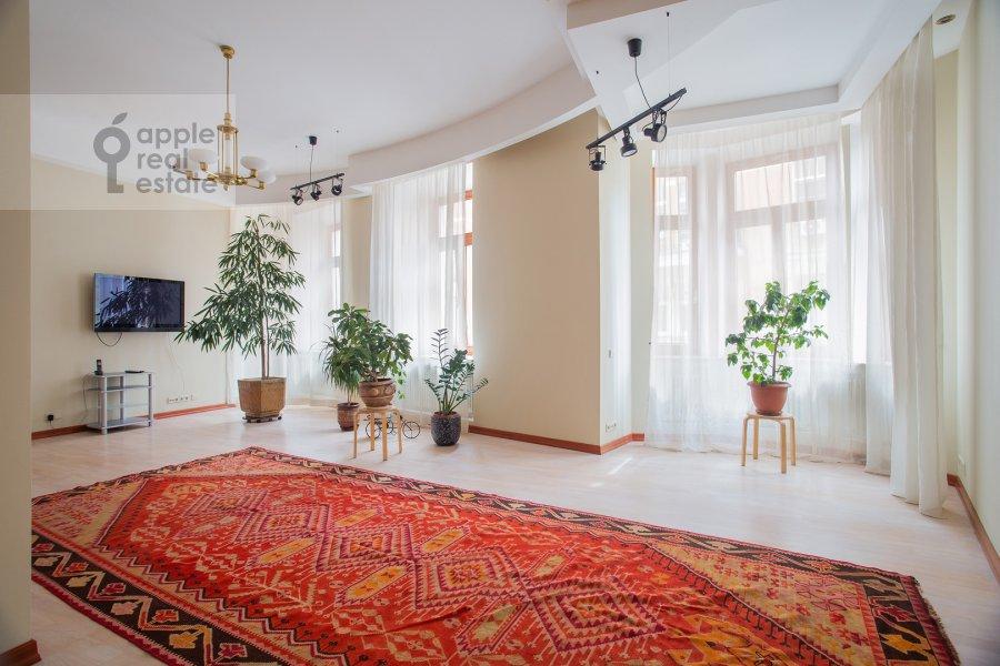 Гостиная в 4-комнатной квартире по адресу Сивцев Вражек пер. 44/28