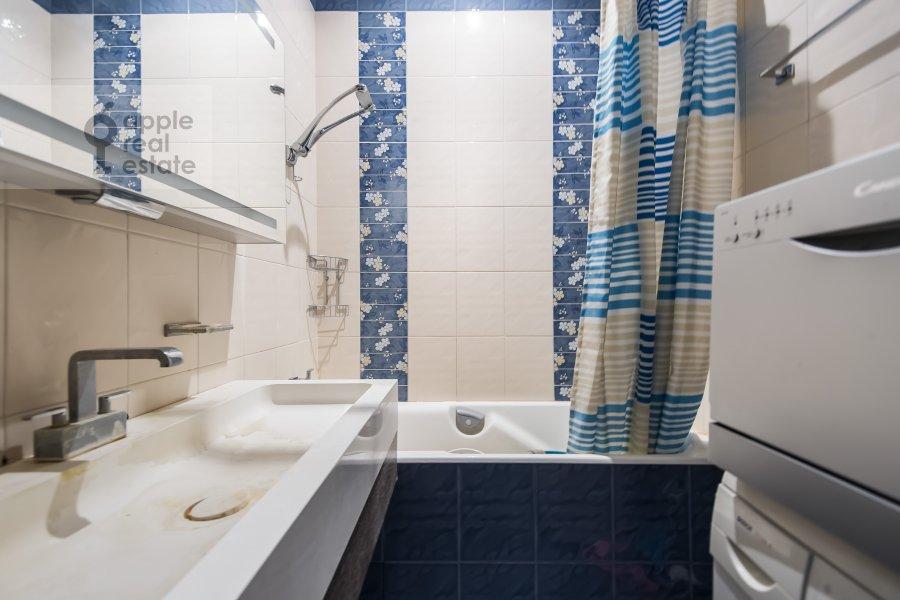 Bathroom of the 2-room apartment at Kudrinskaya pl. 1