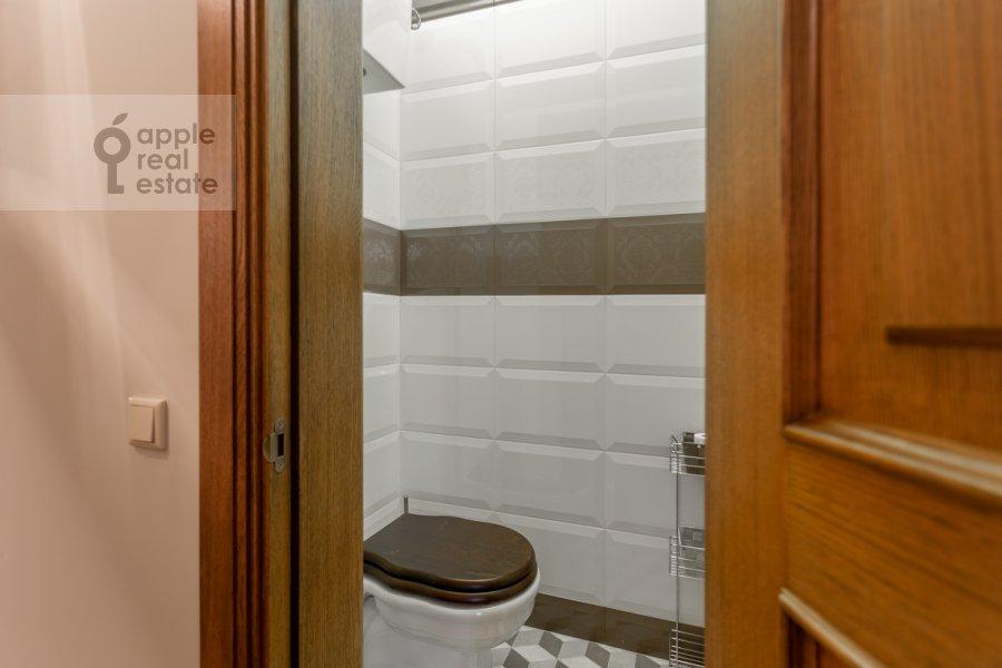 Санузел в 3-комнатной квартире по адресу Смоленский бульвар 15