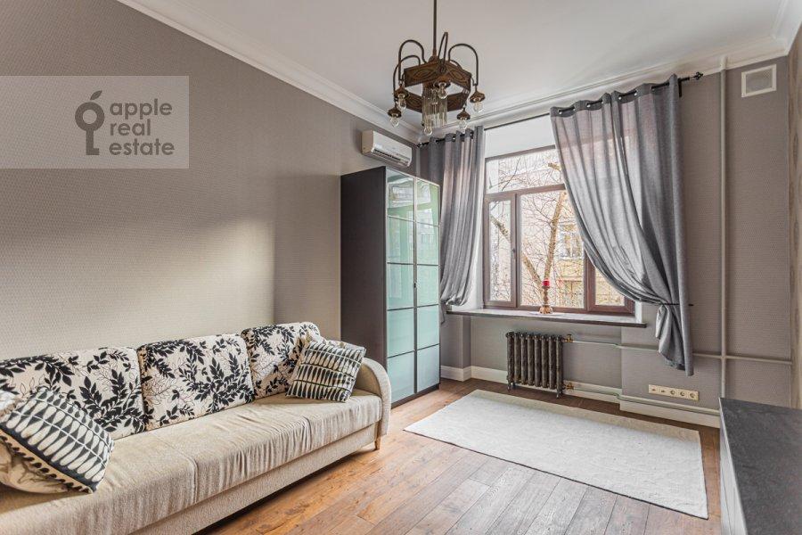 Гостиная в 3-комнатной квартире по адресу Смоленский бульвар 15