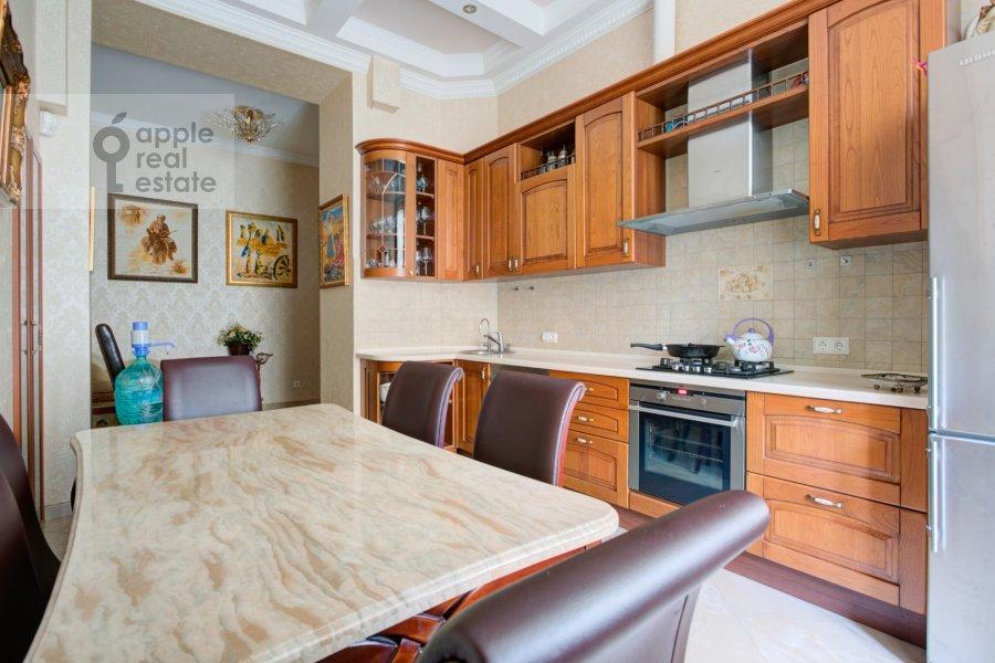 Кухня в 5-комнатной квартире по адресу Садовая-Черногрязская ул. 3Бс1